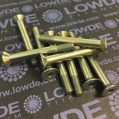 Avellanado DIN 7991 M5x40 mm. de titanio gr. 5 (6Al4V). Anodizado oro. - Avellanado DIN 7991 M5x40 mm. de titanio gr. 5 (6Al4V). Roscados 10 mm. Anodizado oro.