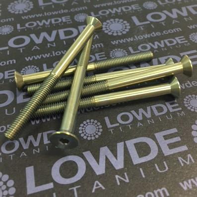 Avellanado DIN 7991 M5x65 mm. de titanio gr. 5 (6Al4V) Anodizado oro. - Avellanado DIN 7991 M5x65 mm. de titanio gr. 5 (6Al4V) Roscado 30 mm. Anodizado oro.
