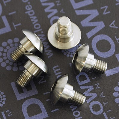 Tornillo botón M6x7 mm. con distanciador de 8x4 mm. Titanio gr. 5 - Tornillo botón M6x7 mm. con distanciador de 8x4 mm.