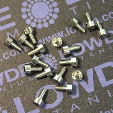 DIN 912 M2.5x5 titanio gr. 5 (6Al4V)