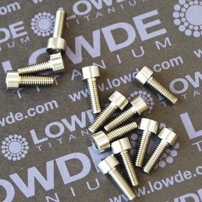 DIN 912 M4x12 titanio gr. 5 (6Al4V) - 1 Tornillo DIN 912 M4x12 mm. de titanio gr. 5 (6Al4V).