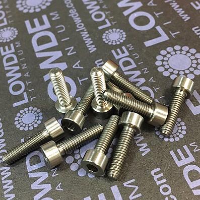 DIN 912 M4x15 titanio gr. 5 (6Al4V)
