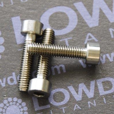 DIN 912 M4x18 titanio gr. 5 (6Al4V) - 1 Tornillo DIN 912 M4x18 mm. de titanio gr. 5 (6Al4V)