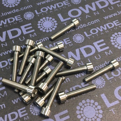 DIN 912 M4x22 titanio gr. 5 (6Al4V) - 1 Tornillo DIN 912 M4x22 mm. de titanio gr. 5 (6Al4V)