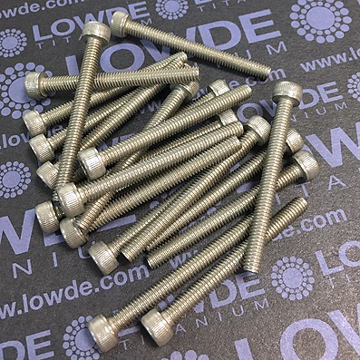 Tornillo DIN 912 M4x40 mm. de titanio gr. 2 (puro) - Tornillo DIN 912 M4x40 mm. de titanio gr. 2 (puro)