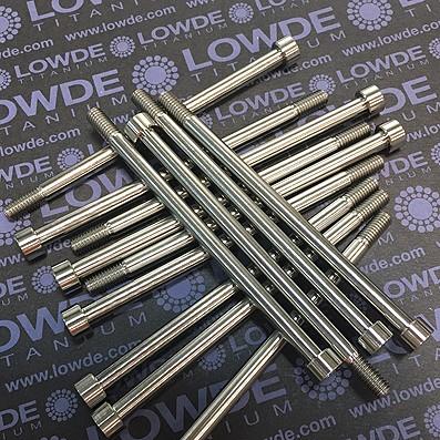 Tornillo DIN 912 M6x107 mm. titanio gr. 5 (6Al4V). Rosca 20 mm.