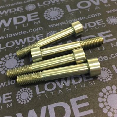 DIN 912 M6x40 titanio gr. 5 (6Al4V) Anodizado oro - DIN 912 M6x40 titanio gr. 5 (6Al4V). Longitud rosca: 15 mm. Anodizado oro.