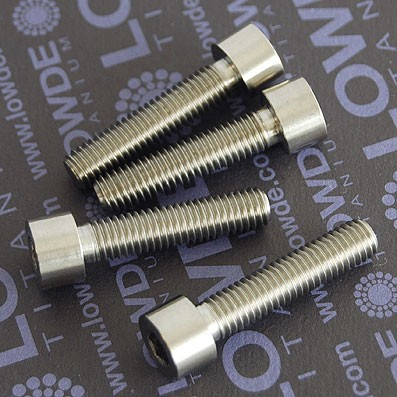 DIN 912 M8x35 titanio gr. 5 (6Al4V). Totalmente roscado - Tornillo DIN 912 M8x35 mm. de titanio gr. 5 (6Al4V). Totalmente roscado.
