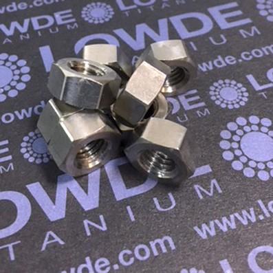 Tuerca DIN 934 M8 de titanio gr. 2 (puro) - 1 Tuerca DIN 934 M8 de titanio gr. 2 (puro) mecanizada