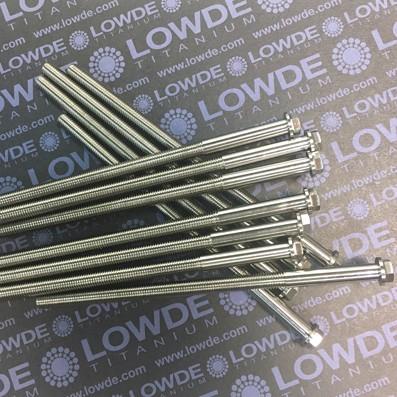 HEXAGONAL CON BALONA M7x140 mm. titanio gr. 5 (6Al4V) - 1 Tornillo cabeza hexagonal con balona M7x140 mm. titanio gr. 5 (6Al4V).