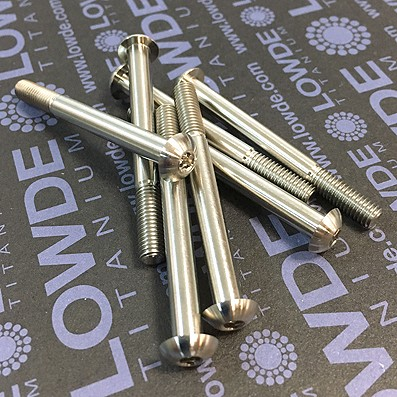 Boton ISO 7380 M5x50 mm. de titanio gr. 5 (6Al4V). Rosca 15 mm. - Tornillo de botón ISO 7380 M5x50 mm. de titanio gr. 5 (6Al4V). Longitud roscada: 15 mm.