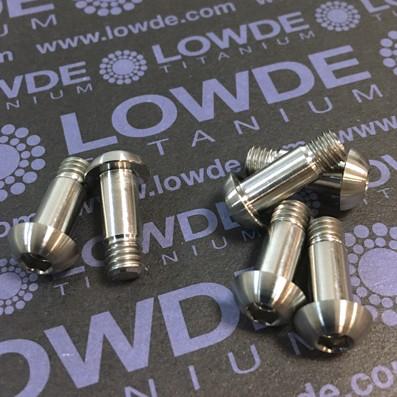 Boton ISO 7380 M6x16 mm. de titanio gr. 5 (6Al4V). Rosca 5 mm. - 1 Tornillo de boton ISO 7380 M6x16 mm. de titanio gr. 5 (6Al4V). Diámetro cabeza: 10,5 mm.