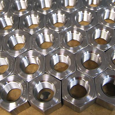 FABRICACIONES BAJO PEDIDO - FABRICACIÓN DE PIEZAS A MEDIA. Mecanizado de ejes y piezas de titanio. Fabricación bajo plano, tornillería, bastidores titanio, estructuras, tubería para intercambiador frío/calor. Tornillería para uso aeroespacial. Cabezas forjadas, mecanizadas, roscas laminadas. Tornillos LN29950, LN9386, DIN65517, etc... Tuerca remachada LN29693, remaches LN9199, etc., anodizados AMS 2488, recubrimientos MoS2... Transmisión de documentos según UNE-EN 10204. Trazabilidad, propiedades mecánicas, composición química de materiales, conformidad de fabricación según norma, anodizados y recubrimientos MoS2 (grasa sólida de bisufuro de molibdeno) 2500 LN 9368-4 + 5913 LN 9368-7...