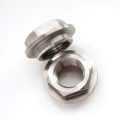 Tuerca DIN 6923 M16x1,50 de titanio gr. 5 (6Al4V). Con distanciador
