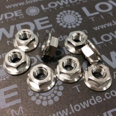 Tuerca DIN 6923 M6 de titanio gr. 5 (6Al4V). Altura tuerca: 6 mm. - 1 Tuerca DIN 6923 M6 de titanio gr. 5 (6Al4V). Altura tuerca 6 mm.