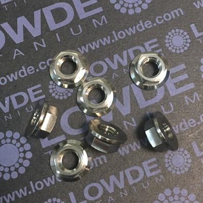 Tuerca DIN 6923 M7 de titanio gr. 5 (6Al4V). Altura tuerca: 6 mm. - 1 Tuerca DIN 6923 M7 de titanio gr. 5 (6Al4V). Altura tuerca 6 mm.