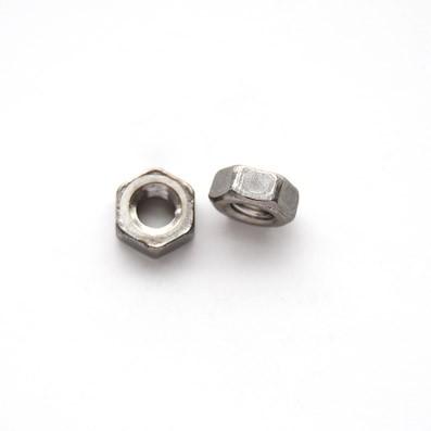 Tuerca DIN 934 M4 de titanio gr. 2 (pulida) - Tuerca DIN 934 M4 de titanio gr. 2 (pulida).