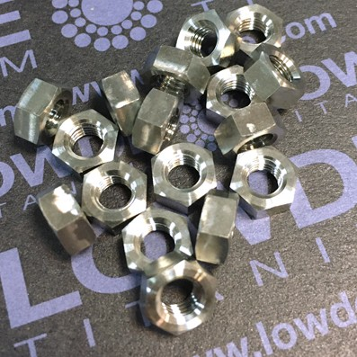 Tuerca DIN 934 M5 de titanio grado 5 (6Al4V)
