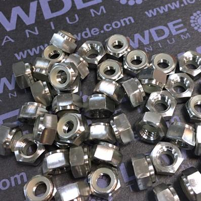 Tuerca DIN 985 M5 autoblocante de titanio gr. 5 (6Al4V)